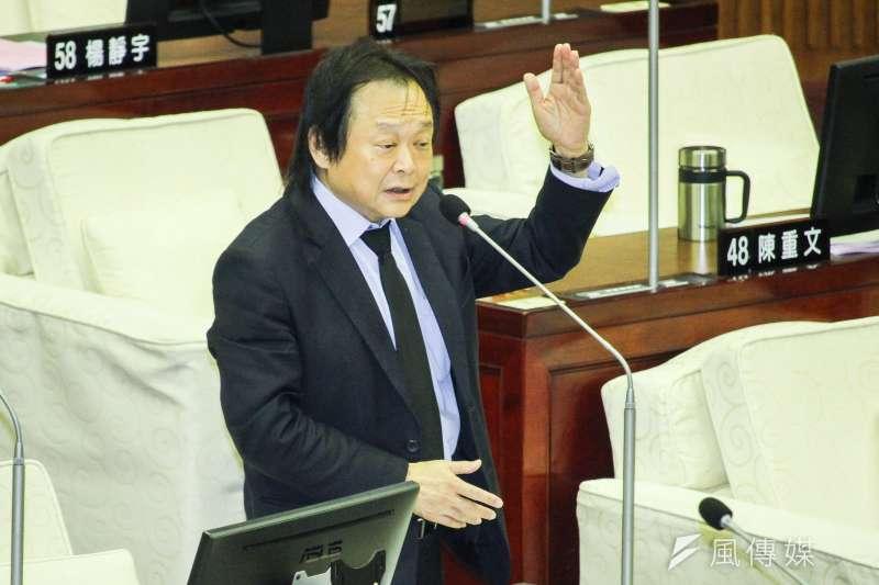 對於行政院的振興方案,民進黨台北市議員王世堅表示,應該要發現金,若民眾拿去存,也是他們的權益。(資料照,蔡親傑攝)