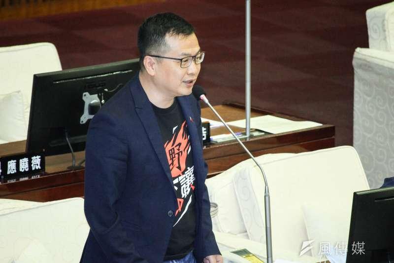 台北市議員羅智強對美國贈台250萬劑Moderna疫苗表示謝意,但質疑台灣執政黨1年多來所謂的超前部署卻如今讓台灣像「疫苗乞丐」。(資料照,蔡親傑攝)