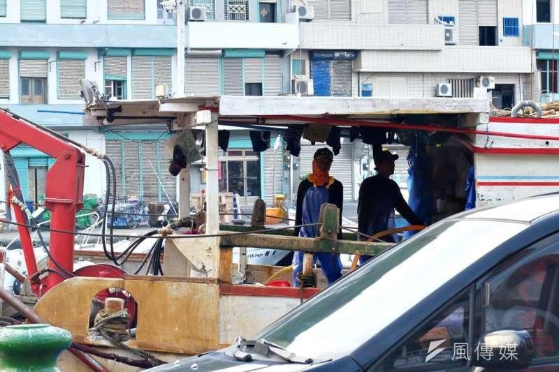 境外漁船若未靠岸台灣港口,如圖中的南方澳,漁工受不合理待遇便無申訴管道。(資料照,謝孟穎攝)
