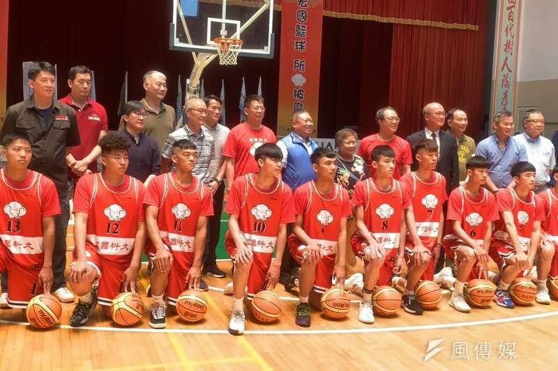 曾經連任中華職業籃球隊三連霸的「宏國象」籃球隊,在成軍三十年後,傳承給宏國德霖科大籃球隊。(圖/陳又嘉攝)