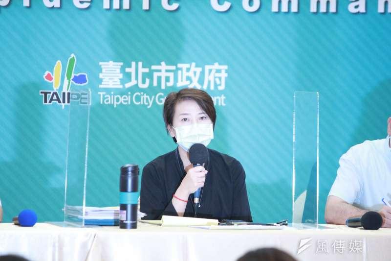 台北市防疫副指揮官、副市長黃珊珊12日出席台北市防疫記者會。(方炳超攝),以及副市長蔡炳坤、