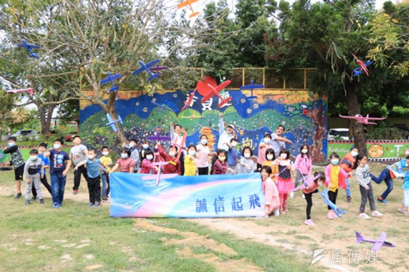 台糖為推廣廉潔及誠信教育,今年特別深入5所臺南市的偏鄉小學開設「誠信種籽學堂」。(圖/徐炳文攝)