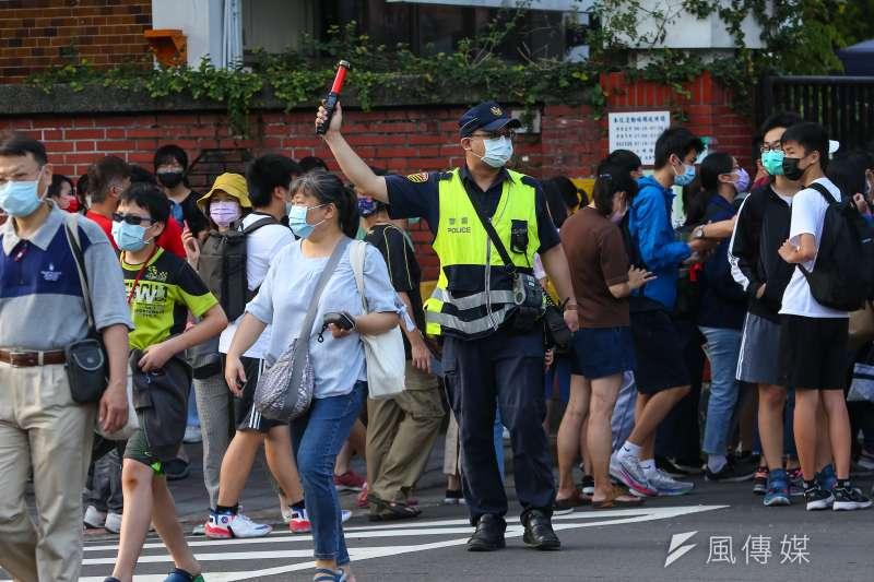 針對警察協助地方政府防疫勤務,指揮中心副指揮官陳宗彥表示會請警政署律定規範。示意圖,非關新聞個案。(資料照,顏麟宇攝)