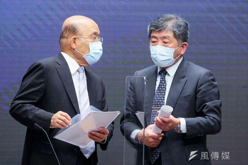 行政院長蘇貞昌(左)、衛福部長陳時中(右)等人15日召開記者會宣布雙北即刻進入第三級防疫警戒狀態。(顏麟宇攝)