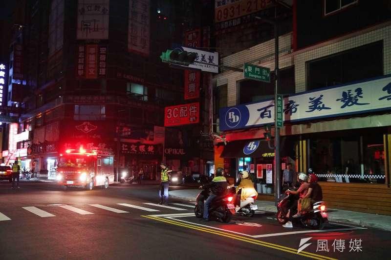 517停電是否代表停電會成為新常態?圖為新竹市一處路口因停電號誌故障,警察出動至路口交管。(盧逸峰攝)