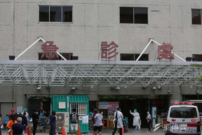 新北市亞東醫院17日爆7人確診,18日證實有一名確診者死亡。(資料照,柯承惠攝)
