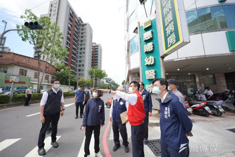 陳其邁今(18)日上午亦旋即前往仁惠醫院了解清消狀況。(圖/徐炳文)