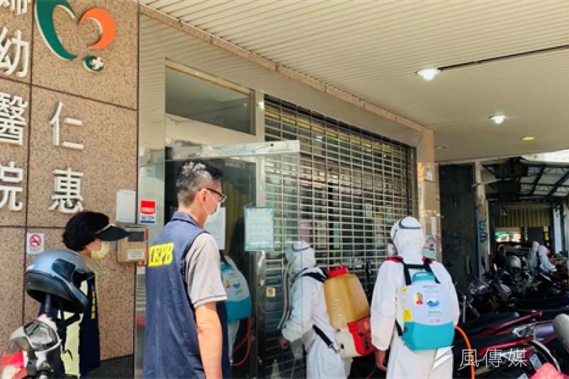 高雄市日前啟動「仁惠醫院清零專案」進行擴大疫調、採檢、清空、消毒等緊急防疫工作,並要求在24小時內完成。(資料照,示意圖/徐炳文攝)