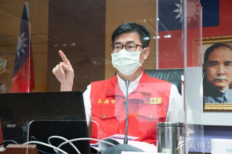 高雄市長陳其邁加嚴高雄防疫措施,強調公共場所務必戴口罩。(圖/徐炳文攝)