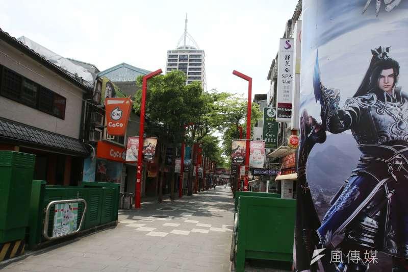 20210522-全台疫情三級警戒,假日外出民眾明顯減少,台北市西門町商圈街道冷清。(柯承惠攝)