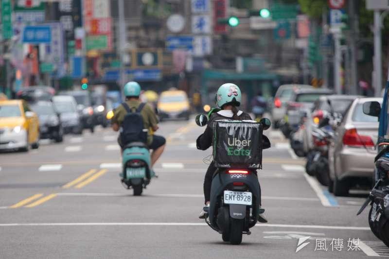 台北市交通局指出,6、7月的機車外送員交通事故受傷人數增加。示意圖,非關新聞個案。(資料照,顏麟宇攝)