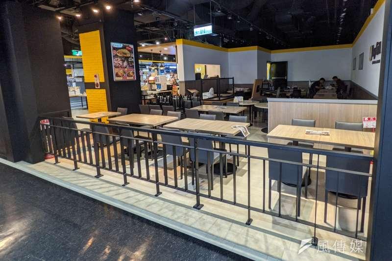 餐飲業部分場所自今(13)日起適度鬆綁,各大超商與賣場也推出相應的防疫措施。(示意圖/資料照)