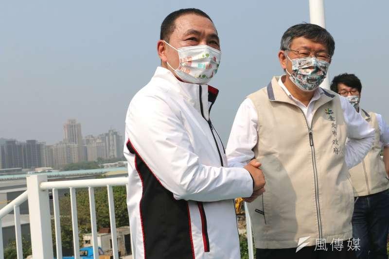 民眾黨10日公布防疫相關民調,新北市長侯友宜(左)、台北市長柯文哲(中)滿意度均突破6成。(資料照,李梅瑛攝)