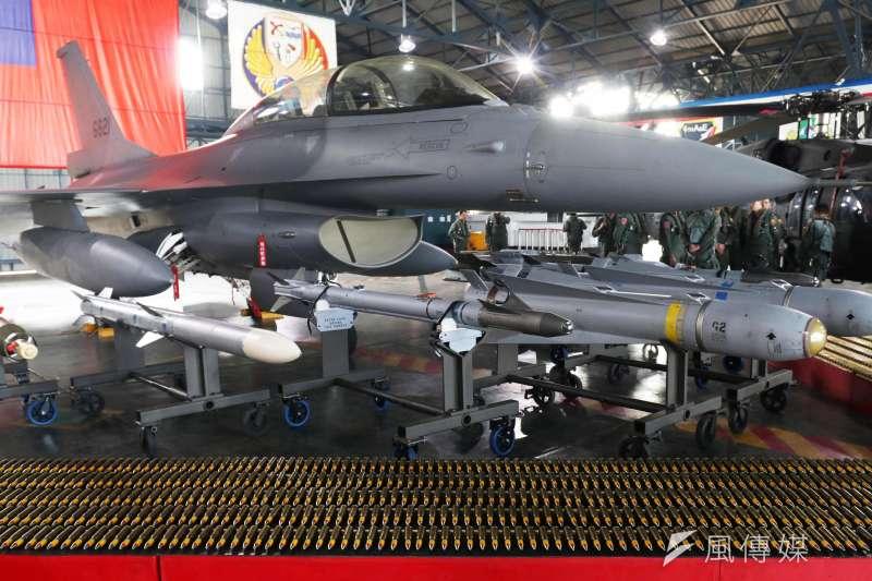 20210528-F-16具備強大掛載能力、機身結構強健,無論制空、對地、對海都有相對應彈種(見圖)。(資料照,蘇仲泓攝)