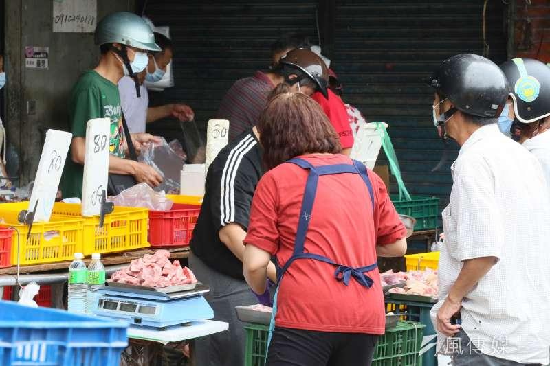 傳統市場是家庭主婦買菜必去之地,但若沒做到這幾件事,就容易成為新冠病毒圍堵破口!(圖/資料照)