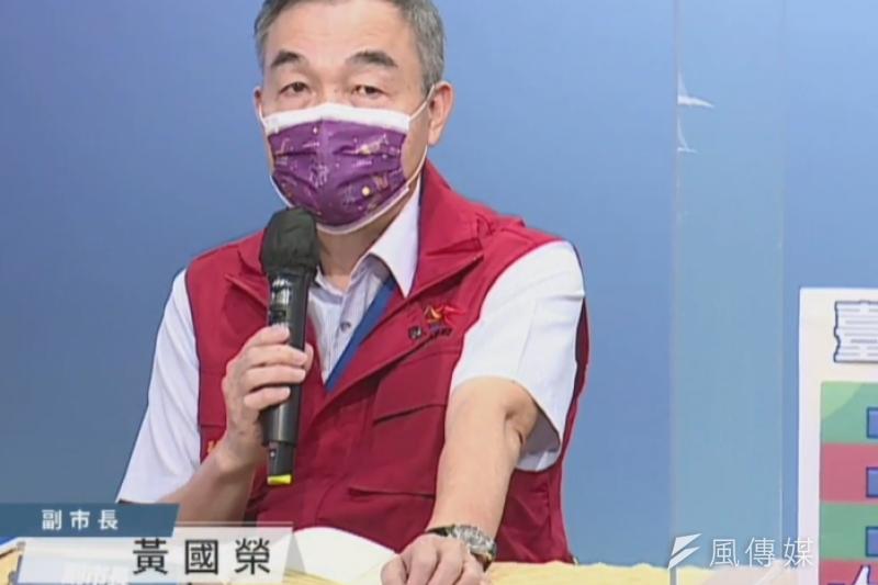 副市長黃國榮說明中央2.7萬劑疫苗分批抵達後,中市安排接種進度。(圖/記者王秀禾攝)