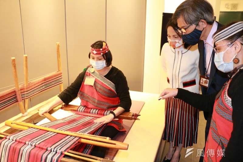 原住民族無論是編織技藝、文化、音樂、藝術創作等,都廣受國內外客戶好評與喜愛。(圖/李梅瑛)