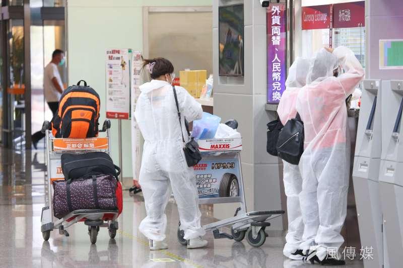 媒體人陳文茜指出,台灣這波不惜砸重金赴美國接種疫苗的「逃亡潮」,正反映了有能力者對台灣政府的不信任。示意圖,非關新聞當事人。(資料照,顏麟宇攝)