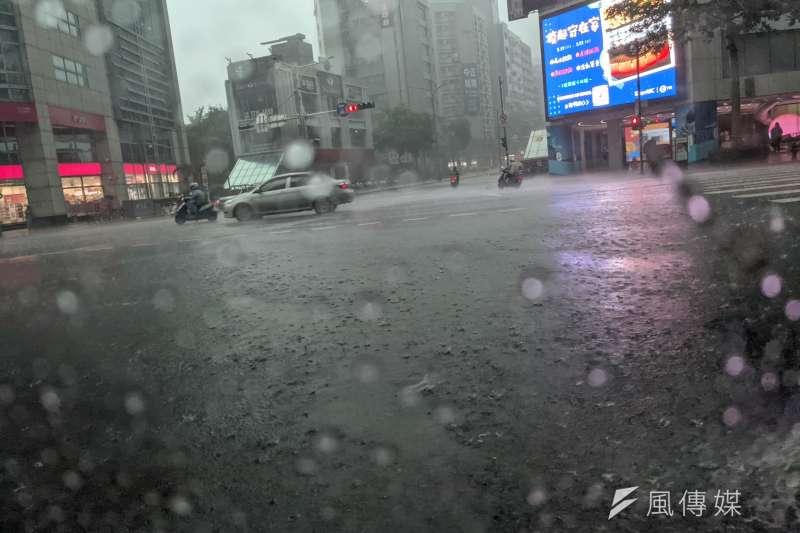 20210604-豪大雨,大雷雨,午後雷陣雨。(顏麟宇攝)