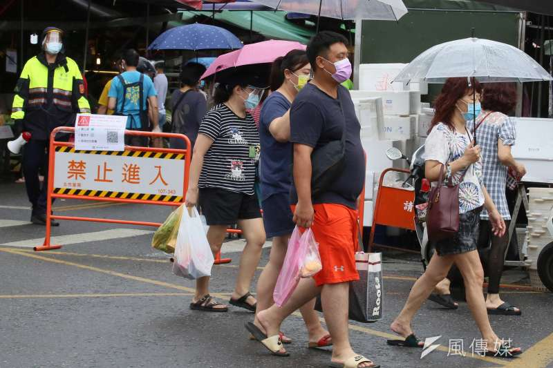 精神科醫師蘇偉碩表示,台灣若要解除三級警戒只剩下2條路可選。(示意圖/資料照)