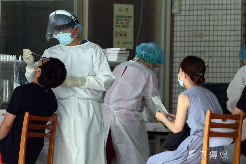 新冠肺炎疫情維持三級警戒,確診數與死亡率不斷攀升,引起人民的恐慌情緒。(資料照,柯承惠攝)