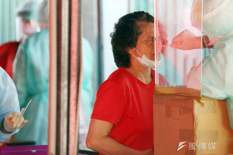 兒科急診醫師吳昌騰指出,打噴嚏比平時多,可能是新冠肺炎的徵兆,但僅限於接種過疫苗的人。示意圖,非本新聞當事人。(資料照,柯承惠攝)