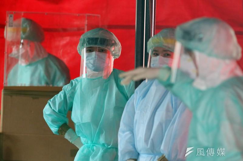 變種病毒引發的新一波疫情,已讓台灣各地陷入恐慌及停頓,何時能施打安全的疫苗卻是遙遙無期。(柯承惠攝)