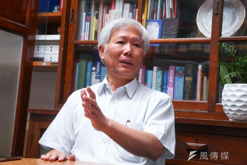 中研院院士陳培哲謹守專業,對國產新冠疫苗提出質疑。(顏麟宇攝)
