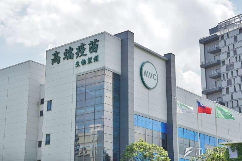 作者批評,台灣防疫速度落後,防疫中心又以各種理由阻擋企業界和宗教團體的疫苗捐贈,恐只為維護7月底未經國際認證的國產高端疫苗。(資料照,盧逸峰攝)