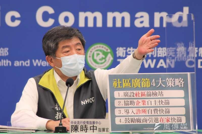 指揮官陳時中說明,核估目前可調度的剩餘疫苗數量,可提供約6.7萬名民眾繼續接種第二劑AZ疫苗。(資料照,指揮中心提供)