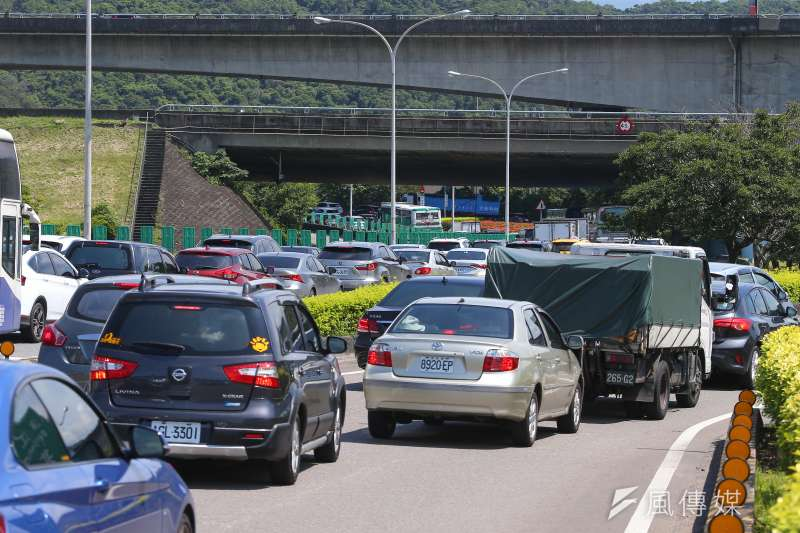 高速公路局預估,國道5號南下路段整天易塞車,國道1號及3號傍晚後恐壅塞。(資料照,顏麟宇攝)