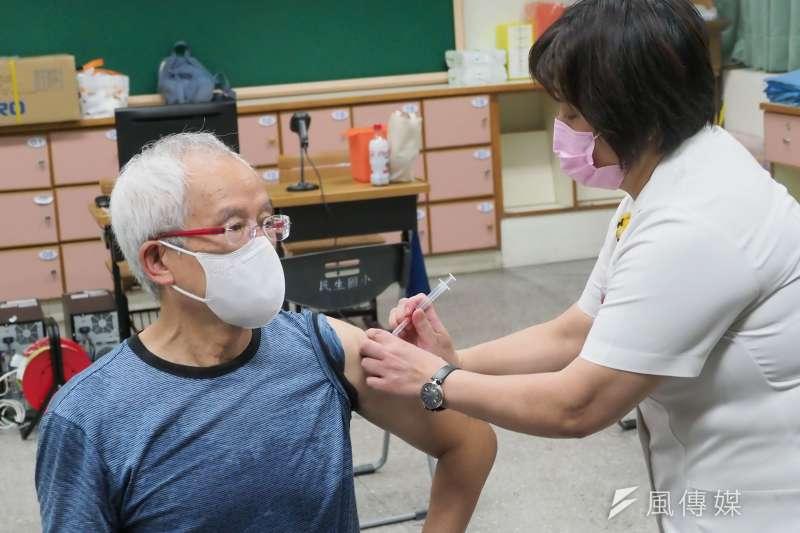 據《路透社》日前報導,美國FDA往後可能不會再繼續審查COVID-19疫苗的緊急使用授權(EUA)。(柯承惠攝)