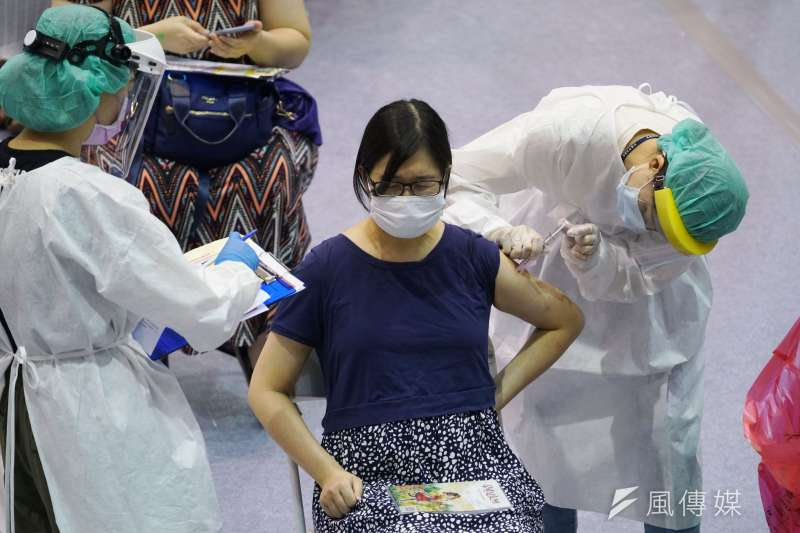 莊人祥說,現階段已解剖16例,初步研判其中15例死因與心血管相關慢性病有關,1例為吸入食物窒息。(盧逸峰攝)