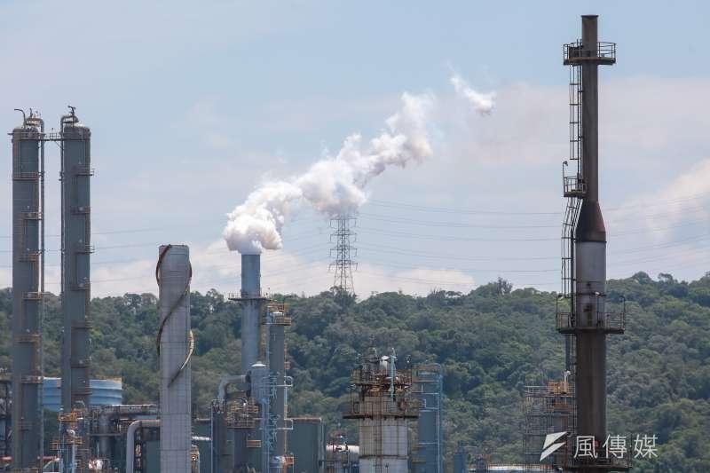歐盟料最快在2023年實施「碳邊境調整機制」(碳關稅),屆時在各國跟進下將形成新的「貿易壁壘」,而台灣的高碳排產業若不減碳,恐將面臨訂單流失,甚至倒閉的危機。(顏麟宇攝)