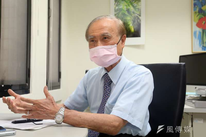 中研院院士賴明詔支持「免疫橋接」的概念,但他認為所有疫苗都應該要完成三期臨床實驗。(柯承惠攝)
