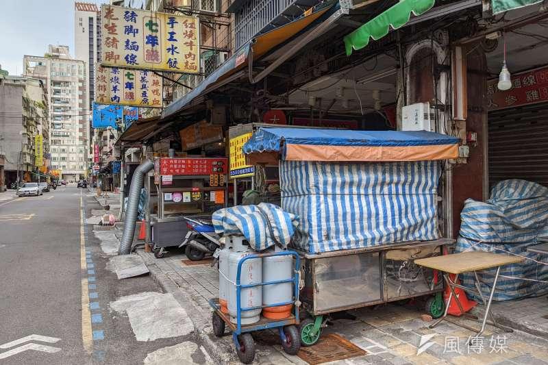 本土疫情緩,但北市萬華仍有不少攤商受到衝擊、持續停業。示意圖。(資料照,顏麟宇攝)