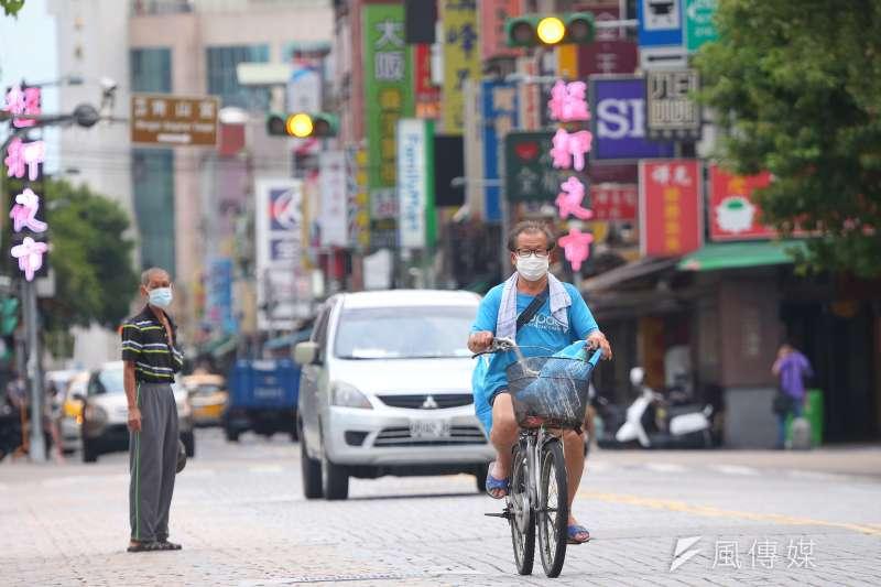 台灣三級警戒已4度延長,律師呂秋遠認為要清零是夢想,現在做不到。(資料照,顏麟宇攝)
