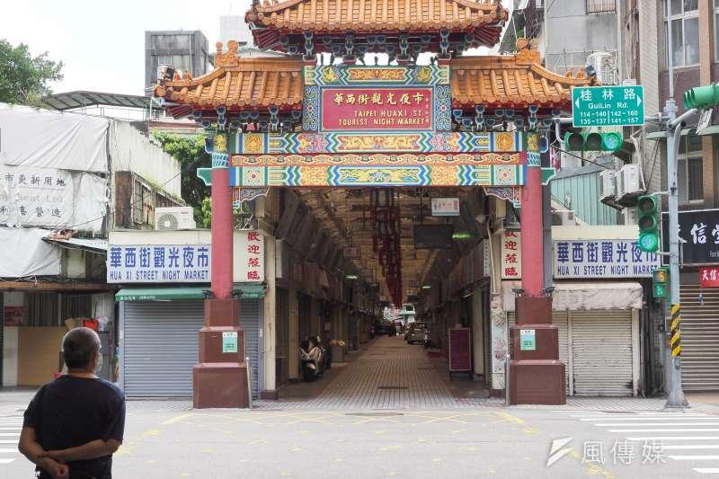 台北市衛生局28日召開記者會表示,新增1本土確診為50多歲男性,跟萬華有地緣關係,在5月出入過「一些場所」。圖為萬華夜市周邊。(資料照,柯承惠攝)
