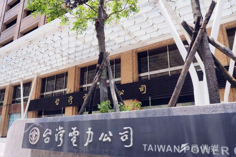 台灣電力公司表示,28日清晨因變電所變壓器跳脫,共23萬餘戶停電,經台電人員搶修,已於上午8時全數復電。(資料照,柯承惠攝)