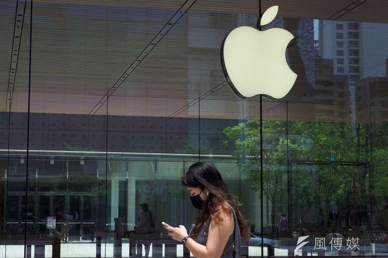 蘋果能抽的蘋果稅變少讓股價重挫,科技巨擘面臨更嚴厲的監管。(資料照片,柯承惠攝)