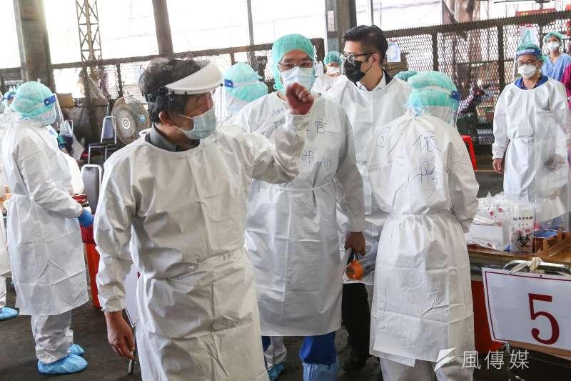 新冠疫情在台灣突然爆發,讓醫療量能受到空前的挑戰。(資料照,顏麟宇攝)