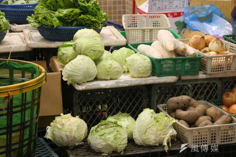 台北市政府20日宣布推出「不用上市場生鮮送你家」專案,鼓勵市場攤商加入外送平台。示意圖。(資料照,顏麟宇攝)
