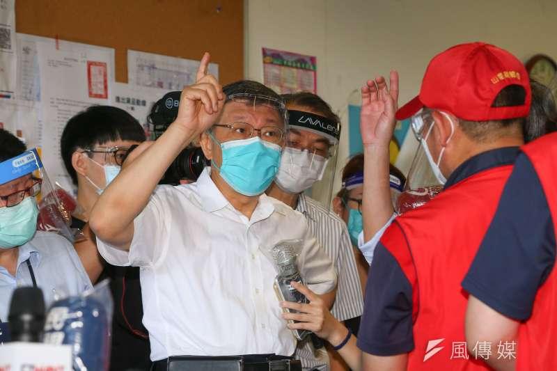 《美麗島電子報》董事長吳子嘉認為,台北市長柯文哲(見圖)就算犯錯,也不及民進黨導致600多人染疫喪生的過錯大。(顏麟宇攝)