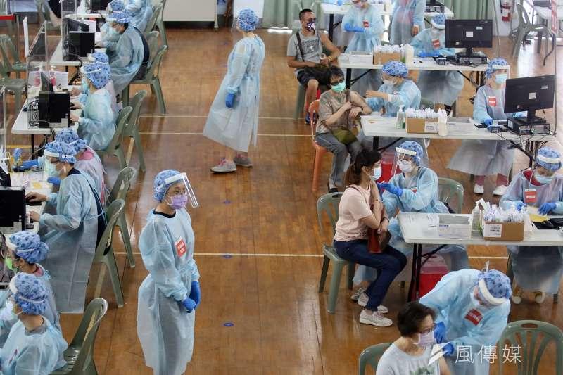 台北市政府宣布,9日起將開放65歲以上長者預約施打疫苗。(資料照,柯承惠攝)