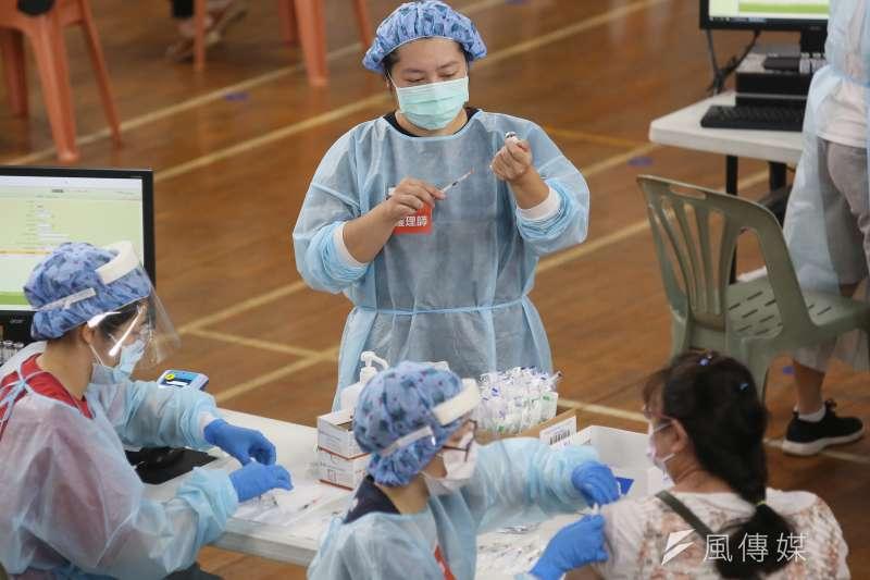 新冠疫情爆發後,政府的疫苗政策受到不少質疑。(資料照,柯承惠攝)
