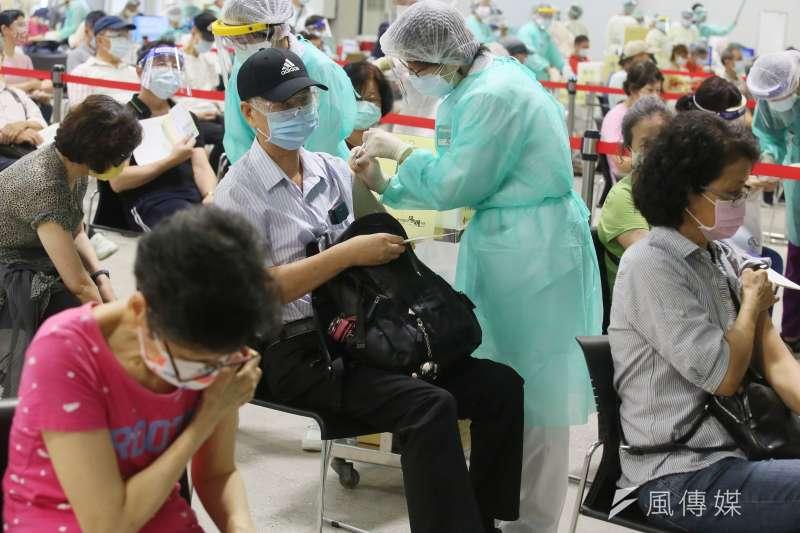 台北市副市長蔡炳坤24日指出,截至24日為止,北市疫苗接種覆蓋率已達36.3%,全台最高。(資料照,柯承惠攝)