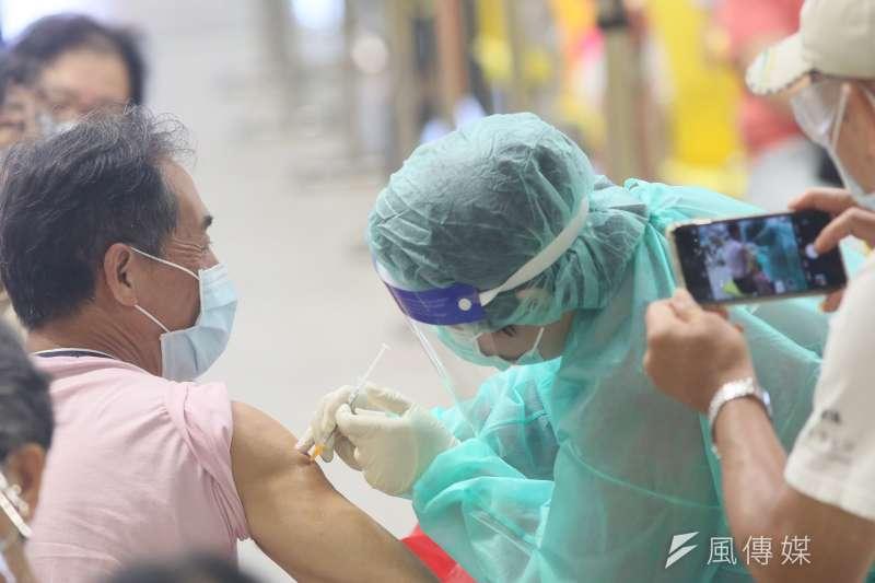 黃軒指出,對抗變種病毒的關鍵就在於提高疫苗完整的覆蓋率。(資料照,柯承惠攝)