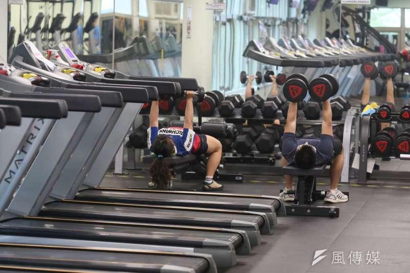 20210715-新冠肺炎疫情三級警戒微解封,健身房重新開放民眾入場。(柯承惠攝)