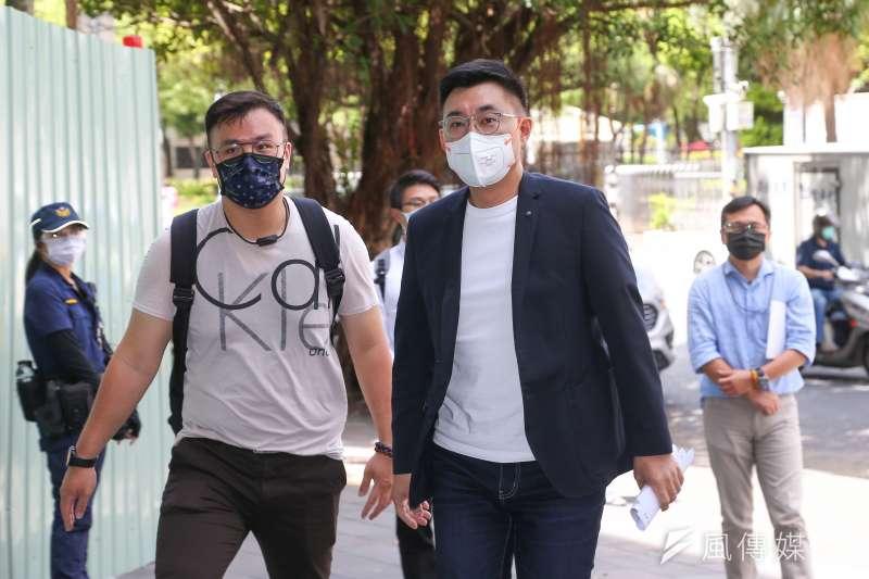 20210720-國民黨主席江啟臣(右)等人20日赴台北地檢署,針對「高端疫苗通過EUA」按鈴申告失職官員。(顏麟宇攝)