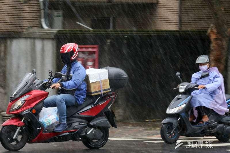 氣象局今(3)日持續針對屏東發布豪雨特報,高雄則需防大雨。(圖/資料照)